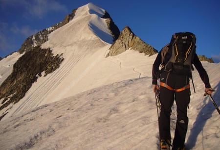 Piz-Bernina-Biancograt-Himmelsleiter-aus-Fels-und-Eis